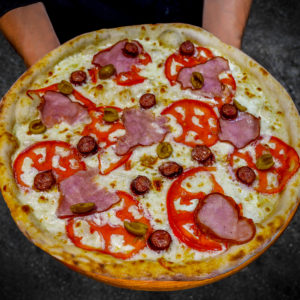 баварська піца з ковбасками